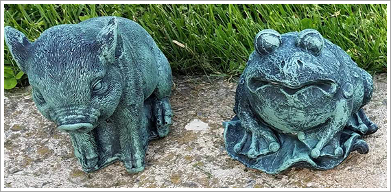 Frog and Pig Lawn Ornament